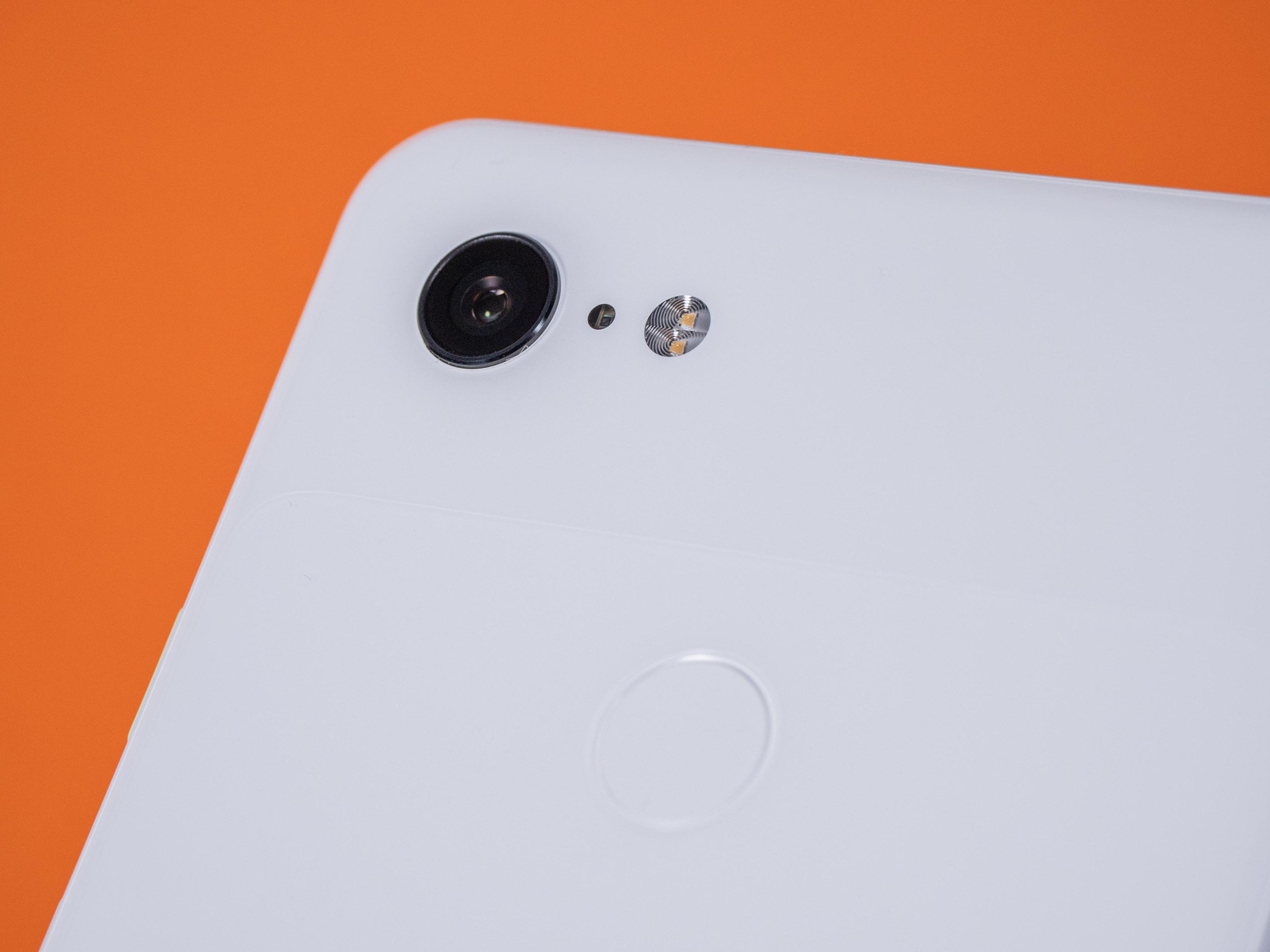 Pixel 3 XL im Test: Algorithmen können nicht alles - Die Hauptkamera hat jedoch weiterhin nur ein Objektiv. (Bild: Martin Wolf/Golem.de)