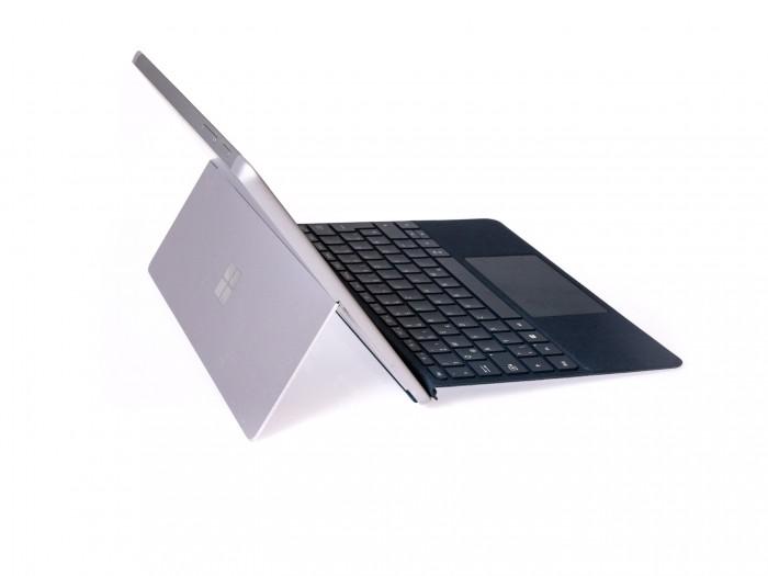 Microsoft Surface Go. (Bild: Christoph Böschow/Golem.de)