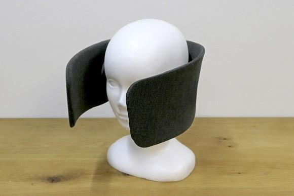 Wear Space ist ein Headset, mit dem sich der Träger von der Außenwelt abschotten kann. (Bild: Future Life Factory)