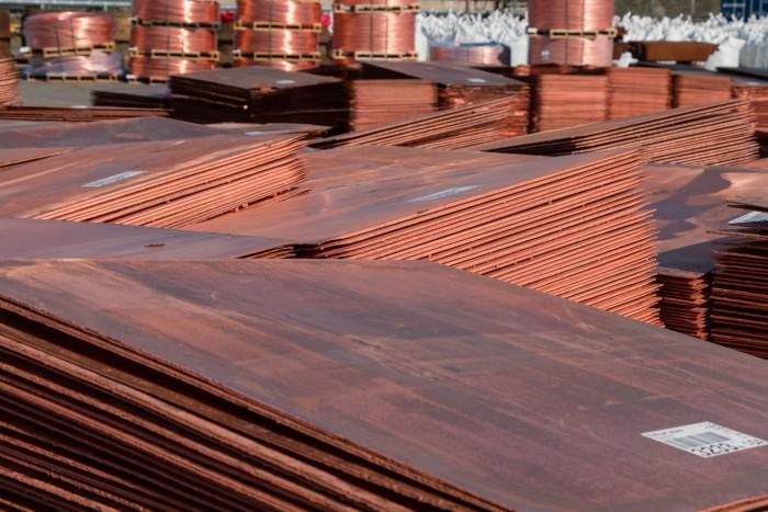 Platten und dicker Draht aus 99,99-prozentigem Kupfer, hergestellt vom Hamburger Unternehmen Aurubis. (Bild: Werner Pluta/Golem.de)