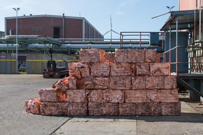 Der Schrott wird zu handlichen Paketen gepresst, bevor er ... (Bild: Werner Pluta/Golem.de)