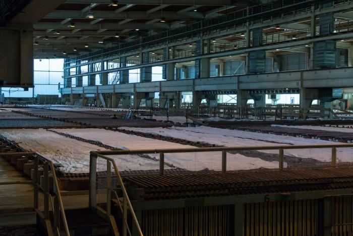 In 1.080 Bädern hängen jeweils 60 Kupferanoden. (Bild: Werner Pluta/Golem.de)