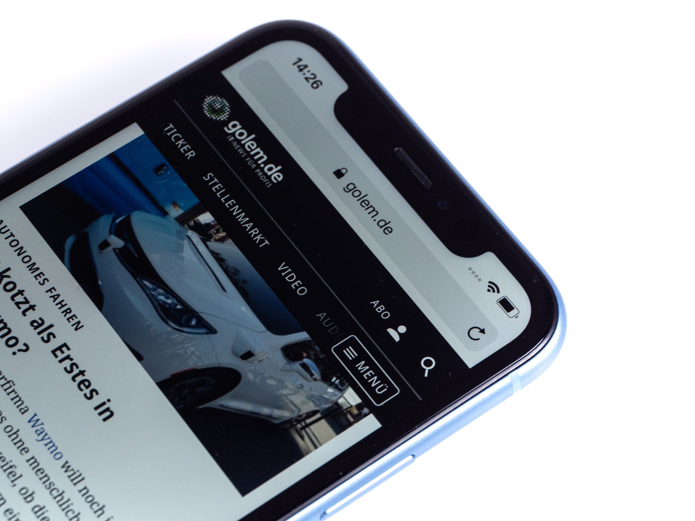iPhone Xr im Test: Apples günstigeres iPhone ist nicht günstig - Das iPhone Xr kostet ab 850 Euro. (Bild: Martin Wolf/Golem.de)