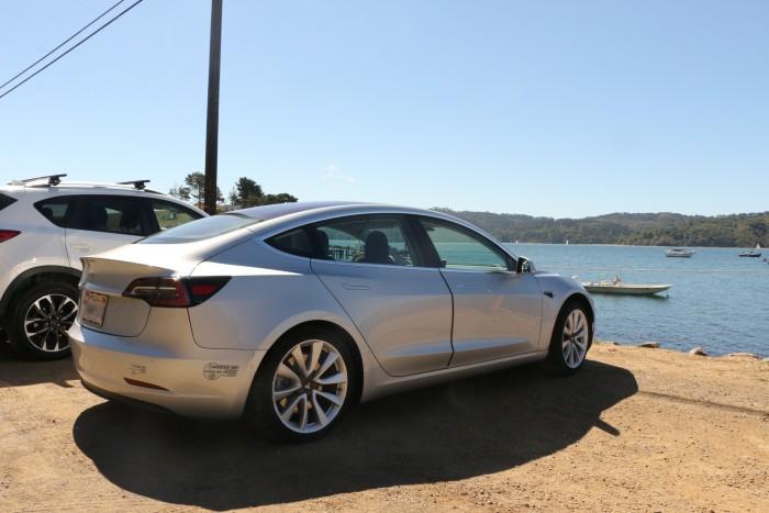 Das Model 3 ist seit etwa einem Jahr in den USA erhältlich. Häufig schließen die Türen nicht richtig. (Foto: Friedhelm Greis/Golem.de)