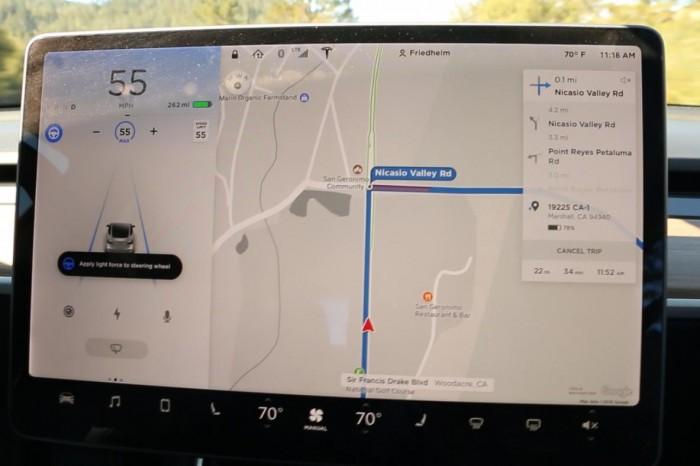 Der Touchscreen hat zwei Bereiche. Zwei Drittel sind für die Navigation reserviert. (Foto: Karin Cooper)