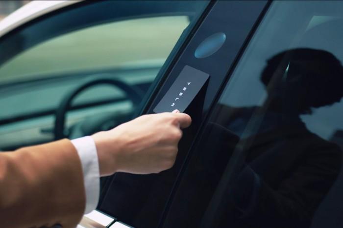 Es gibt keinen Türschlüssel, sondern nur einen dünne Schlüsselkarte. (Foto: Tesla)