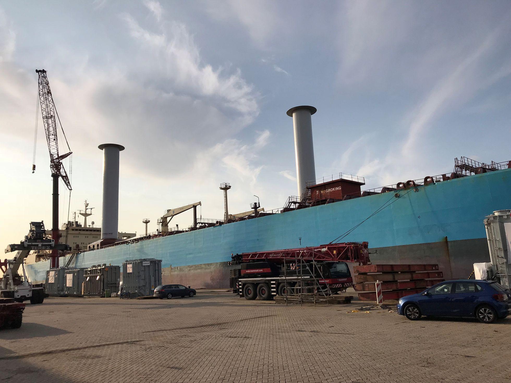 Norsepower: Stahlsegel helfen der Umwelt und sparen Treibstoff - Der Tanker Maersk Pelican ist das dritte Schiff, das Norsepower mit Rotorsails ausstattet. (Bild: Norsepower)