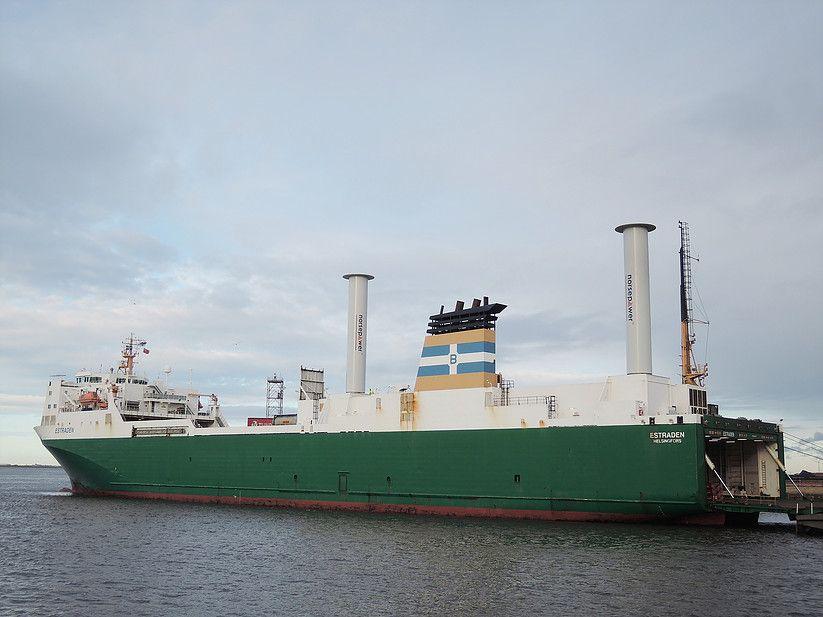Norsepower: Stahlsegel helfen der Umwelt und sparen Treibstoff - Das Ro-Ro-Schiff Estraden ist das erste mit Norsepowers Rotorsails. Es bekam 2014 das erste und 2015 das zweite. (Bild: Norsepower)