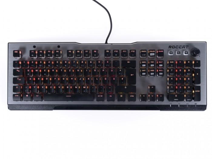 Die Vulcan kommt mit Roccats selbst entwickelten Titan-Switches, die an eine Mischung aus Cherry MX Brown und MX Black erinnern. (Bild: Martin Wolf/Golem.de)