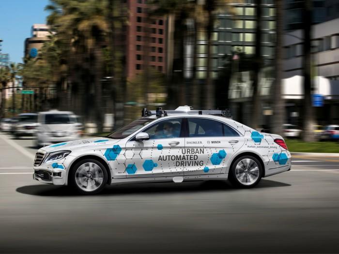 Bosch und Daimler setzen für ihren Taxi-Dienst im kalifornischen San José die luxuriöse S-Klasse ein. (Bild: Daimler)