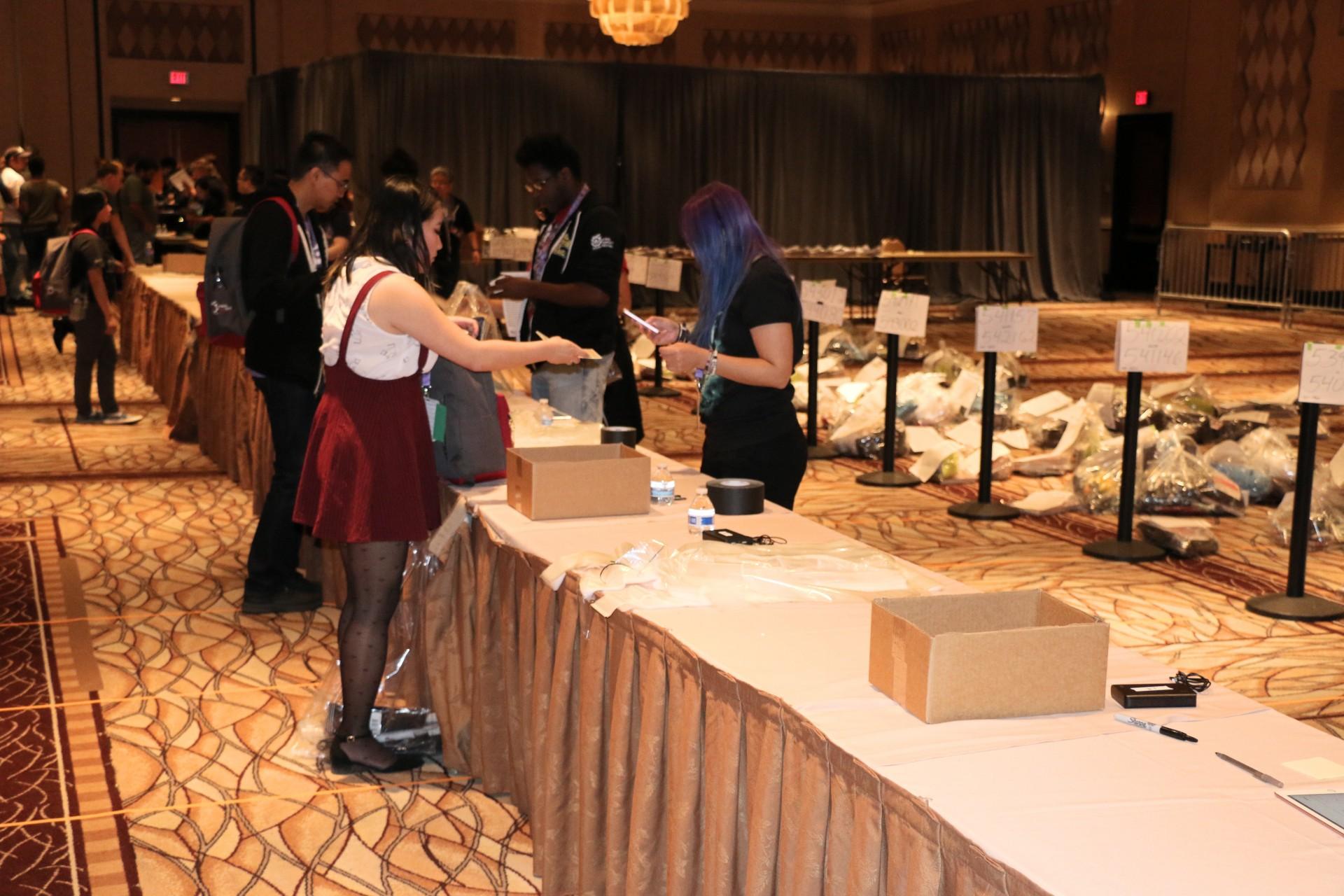 Final Fantasy 14 Online Report: Zwischen Cosplay, Kirmes und Kampfsystem - In diesem Lagerraum konnten Spieler die Merchandising-Artikel abholen... (Foto: P. Steinlechner/Golem.de)