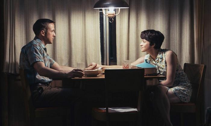 Neil Armstrong (Ryan Gosling) und Gattin Janet (Claire Foy) (Bild: Universal Pictures)