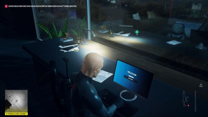 Als Agent 47 verschaffen wir uns Zugriff auf einen fremden Computer. (Bild: IO Interactive/Screenshot: Golem.de)