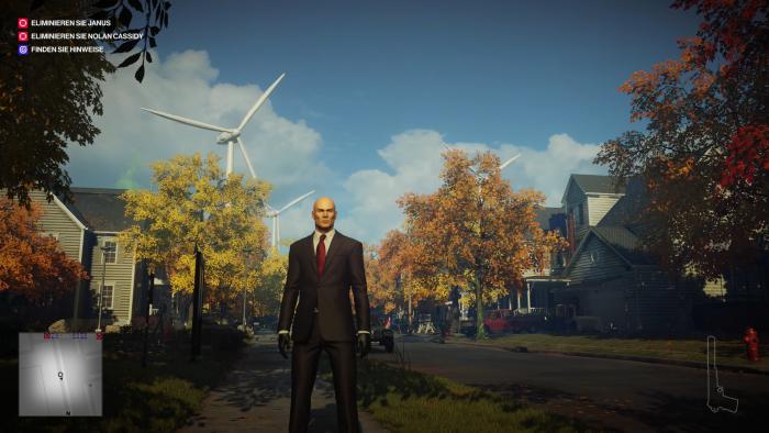 In einem schönen, sehr herbstlichen US-Vorort muss Agent 47 gleich zwei Personen töten. (Bild: IO Interactive/Screenshot: Golem.de)