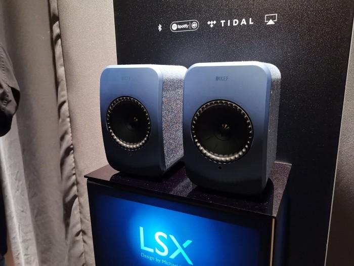 Der LSX kommt in insgesamt fünf Farben auf den Markt. (Bild: Tobias Költzsch/Golem.de)