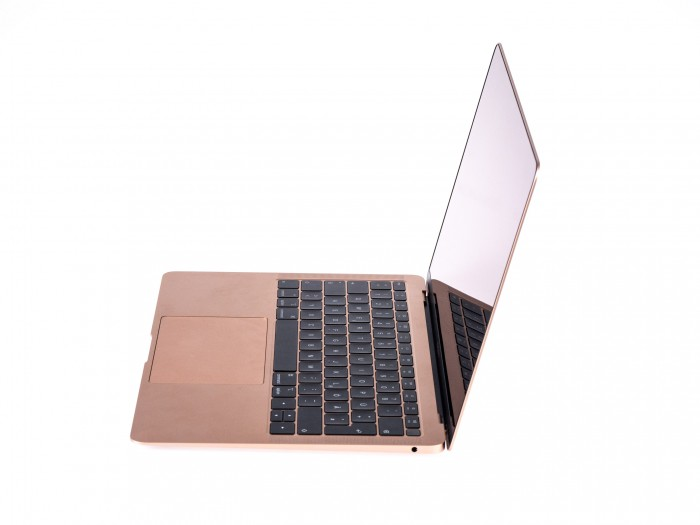 Das Macbook Air ist kein Klotz. (Bild: Martin Wolf/Golem.de)