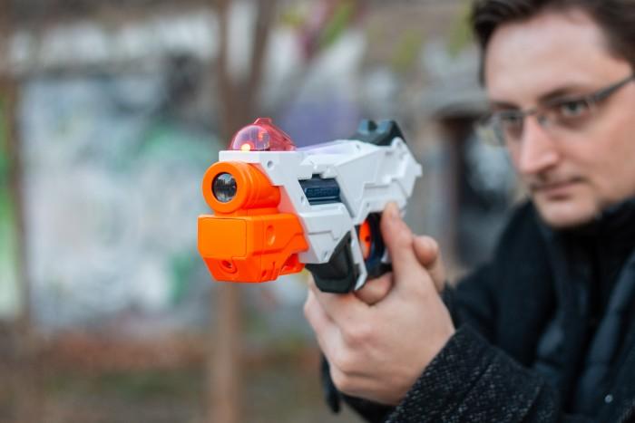 Der typische Nerf-Look mit orangefarbenem Lauf. (Bild: Martin Wolf/Golem.de)