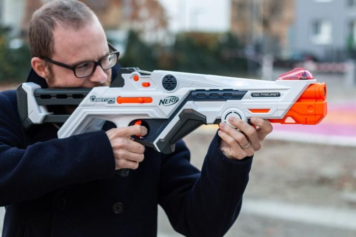 Das Gewehr gefällt großen und kleinen Kindern. (Bild: Martin Wolf/Golem.de)