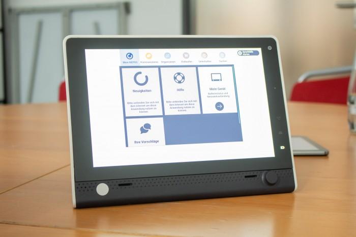 Der Hauptbildschirm des Nepos-Tablets zeigt Apps nach Kategorien sortiert an. (Bild: Martin Wolf/Golem.de)