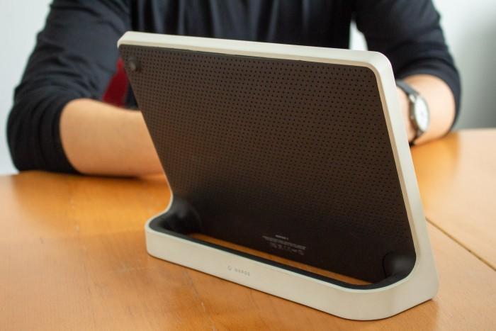 Das Nepos-Tablet hat ein spezielles Gehäuse, welches das Gerät robust und einfach zu handhaben macht. (Bild: Martin Wolf/Golem.de)