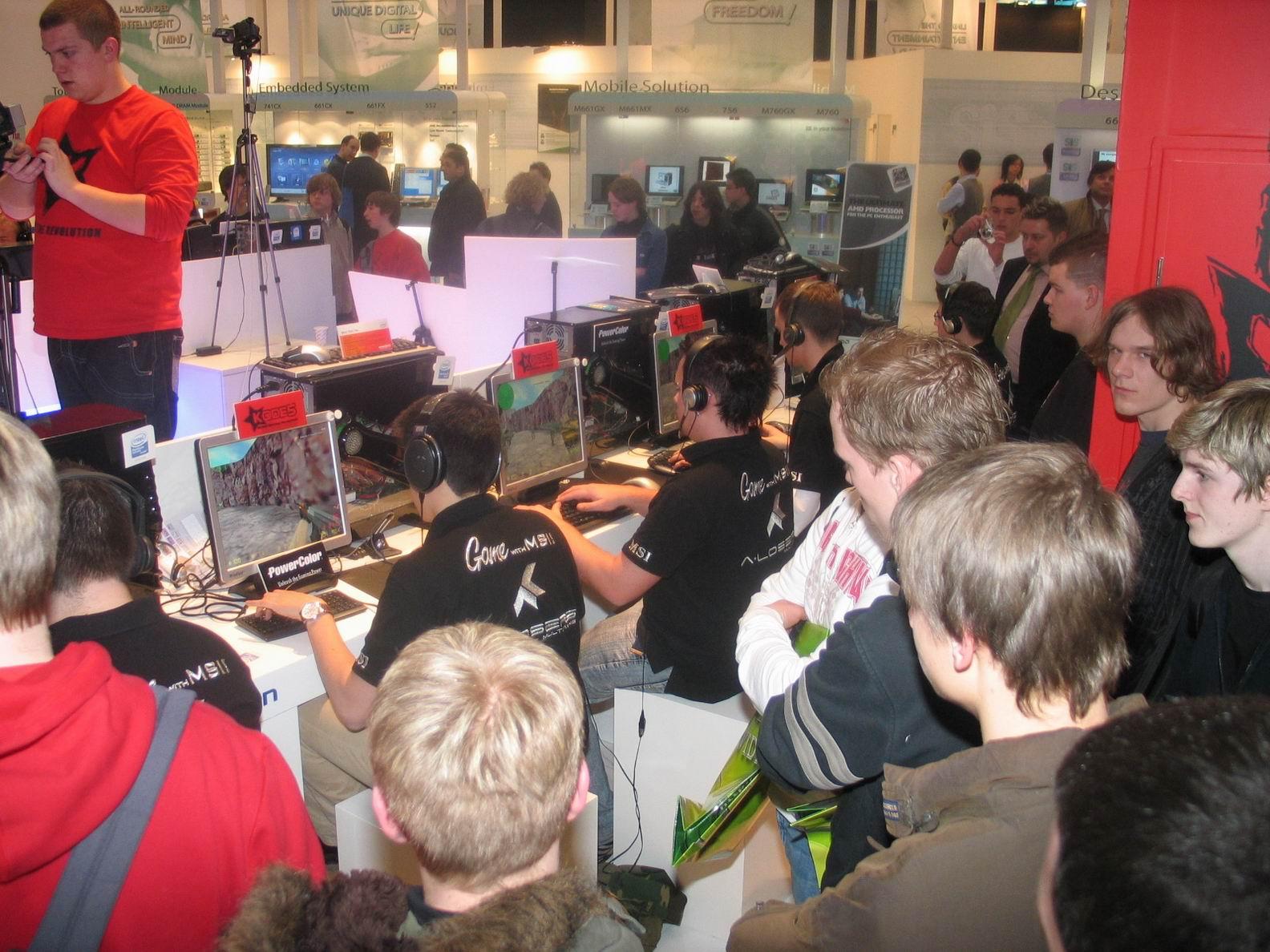 Requiem zur Cebit: Es war einmal die beste Messe - 2006 durften Aussteller immerhin kleinere E-Sport-Turniere zeigen. (Bild: Nico Ernst)