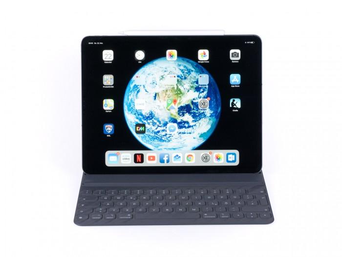Mit dem neuen Tastatur-Cover wird das iPad Pro zu einem Notebook-Ersatz - ganz ersetzen kann diese Kombination einen echten Laptop aber nicht. (Bild: Martin Wolf/Golem.de)