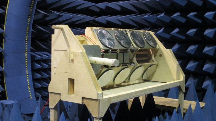 Die Icarus-Antenne, die an der ISS angebracht ist (Bild: Max-Planck-Institut für Ornithologie/MaxCine)
