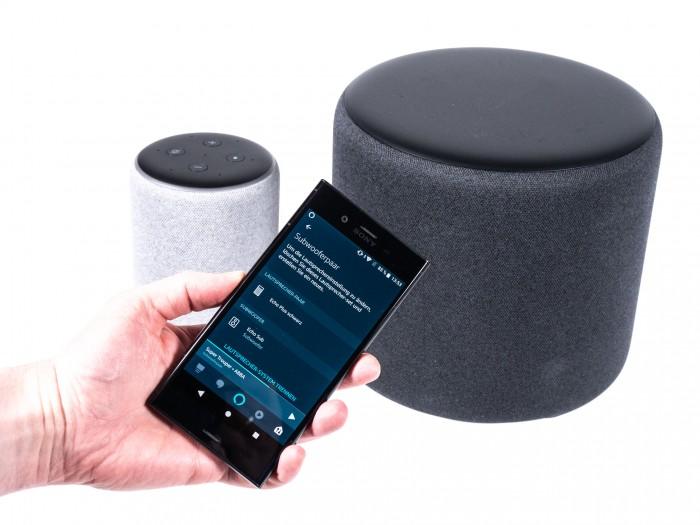 Der neue Echo Plus wird mit dem Echo Sub in der Alexa-App verbunden. (Bild: Martin Wolf/Golem.de)