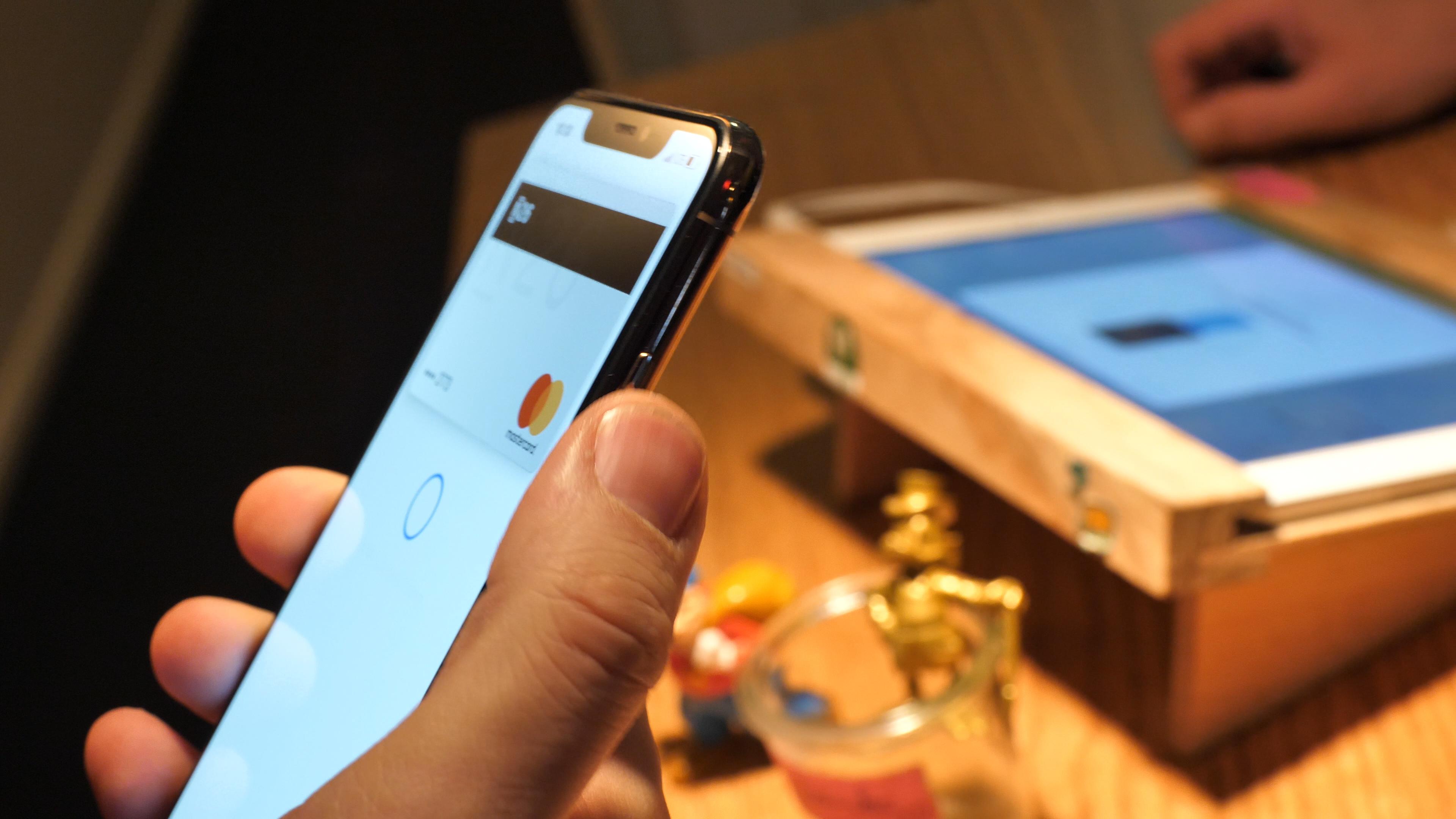 Apple Pay im Test: Problemlos mit dem iPhone zahlen -