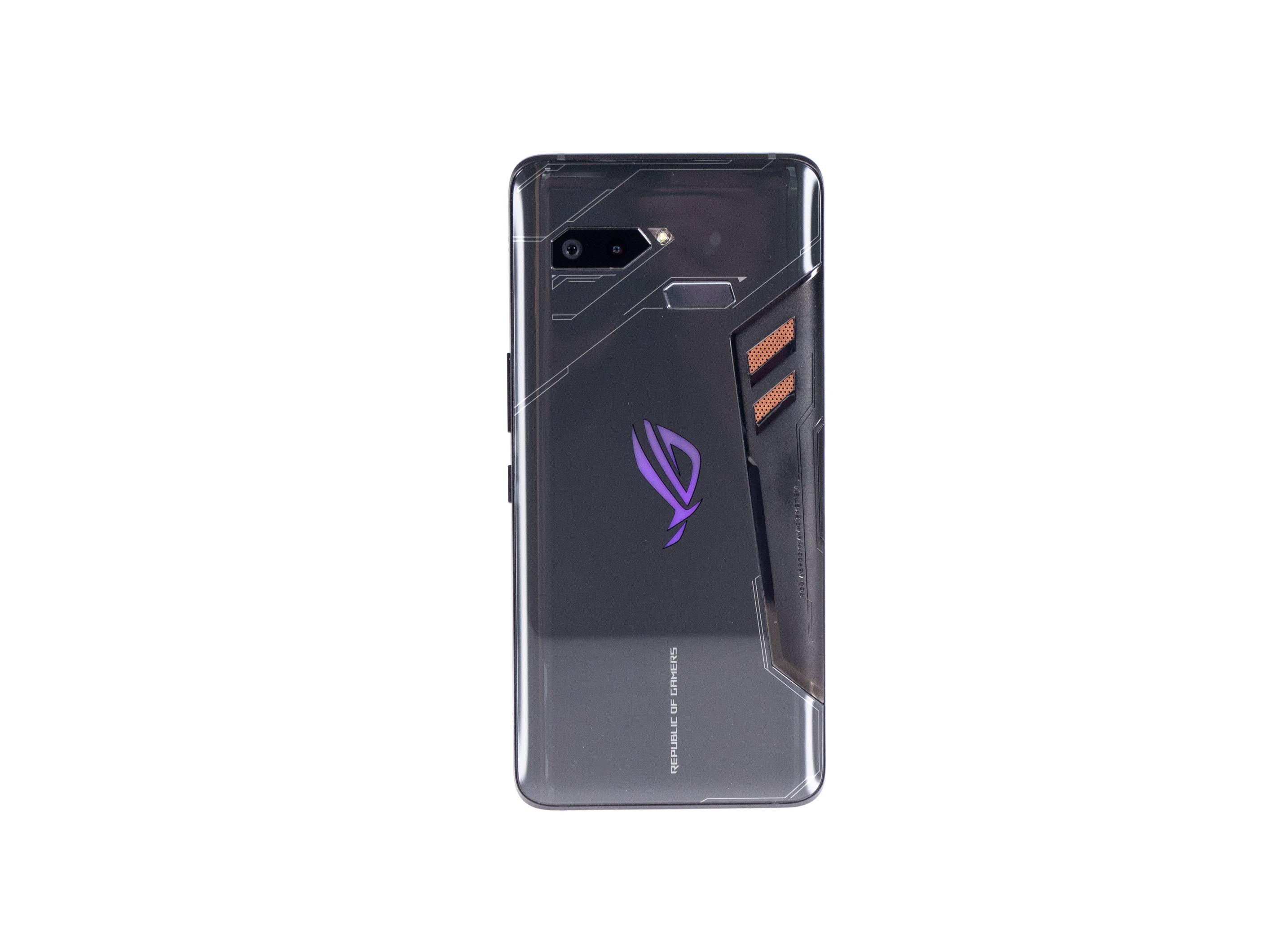 Asus ROG Phone im Test: Hauptsache RGB! - Das ROG Phone ist vom Design her deutlich erkennbar ein Gaming-Smartphone. (Bild: Martin Wolf/Golem.de)