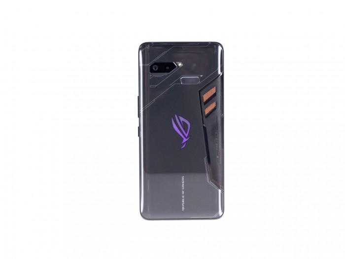 Das ROG Phone ist vom Design her deutlich erkennbar ein Gaming-Smartphone. (Bild: Martin Wolf/Golem.de)