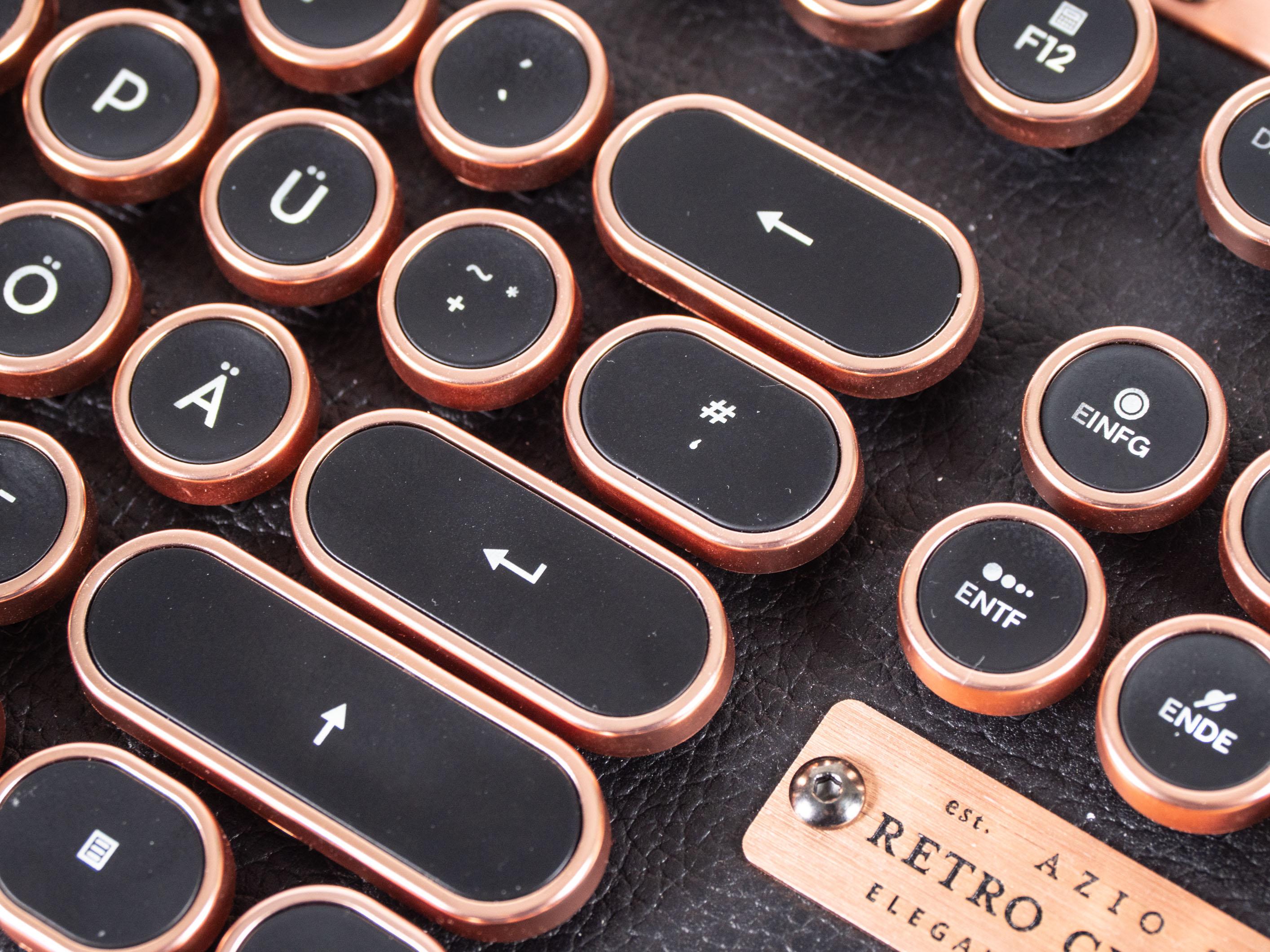 Azio Retro Classic im Test: Außergewöhnlicher Tastatur-Koloss aus Kupfer und Leder - Die Azio Retro Classic kostet 230 Euro. (Bild: Martin Wolf/Golem.de)
