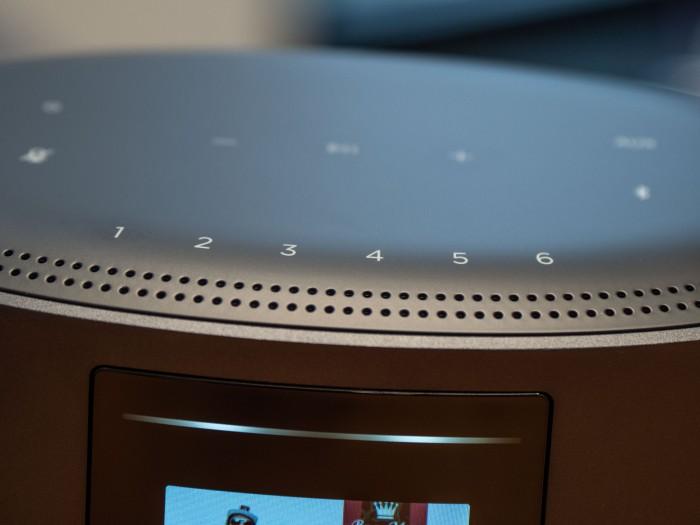 Der Home Speaker 500 hat sechs Stationstasten. (Bild: Martin Wolf/Golem.de)