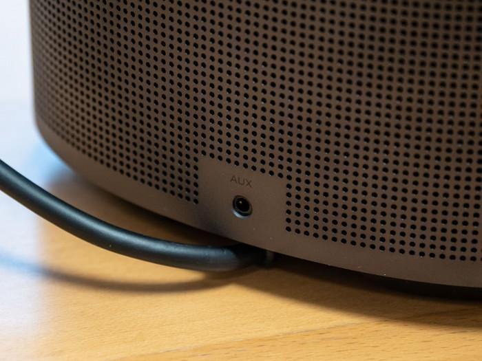 Auf der Rückseite hat der Home Speaker 500 eine 3,5-mm-Klinkenbuchse. (Bild: Martin Wolf/Golem.de)