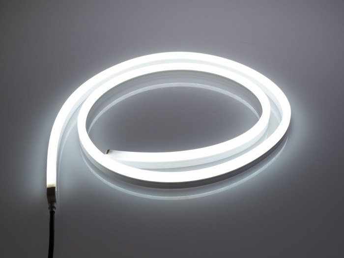 hue lightstrip outdoor im test smarte led leiste k mpft mit zigbee beschr nkungen. Black Bedroom Furniture Sets. Home Design Ideas