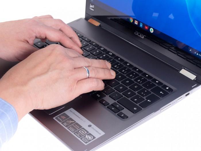Die Tastatur ermöglicht ermüdungsfreies Tippen. (Bild: Anna Benavente/Golem.de)