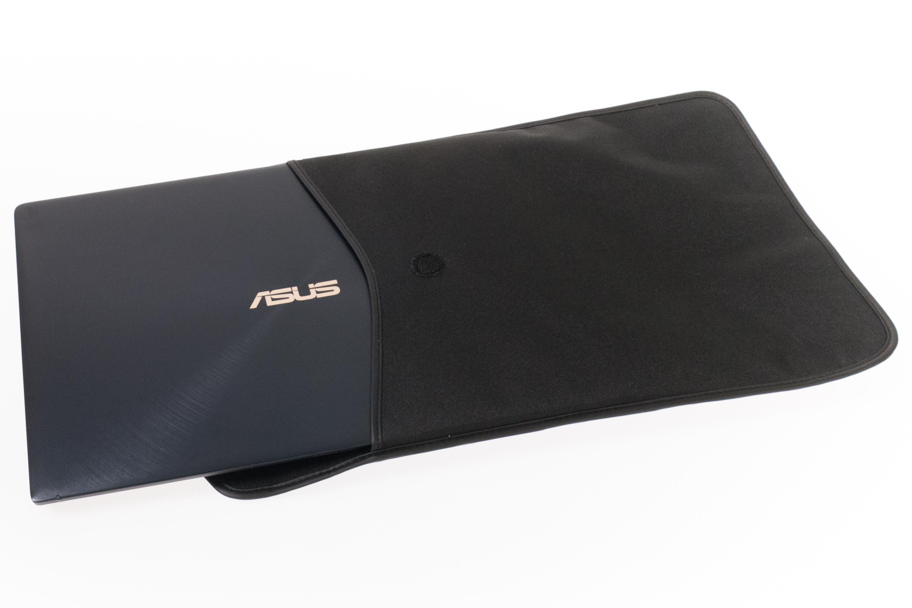 Asus Zenbook Pro 14 im Test: Das Display im Touchpad macht den Unterschied - Zenbook Pro 14 in der mitgelieferten Tasche (Bild: Oliver Nickel/Golem.de)