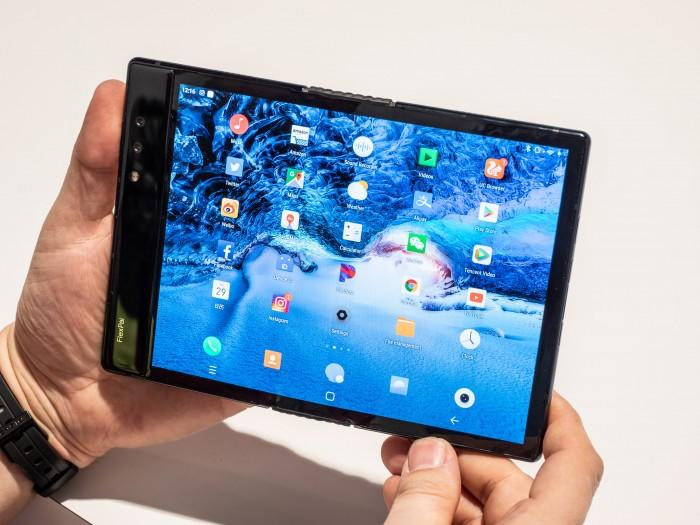 Ausgeklappt lässt sich das Flexpai wie ein kleines Tablet nutzen. (Bild: Martin Wolf/Golem.de)