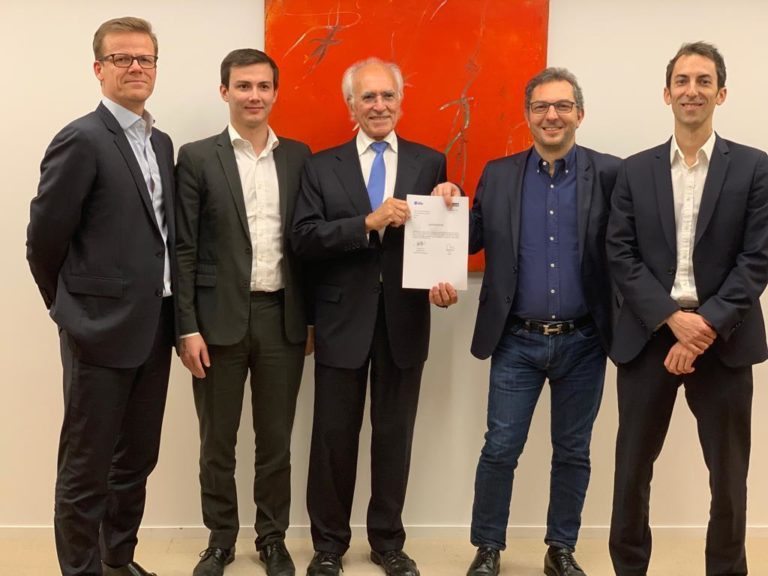 Ellalink: Seekabel wird zwischen Europa und Lateinamerika gebaut - Vertragsunterzeichnung