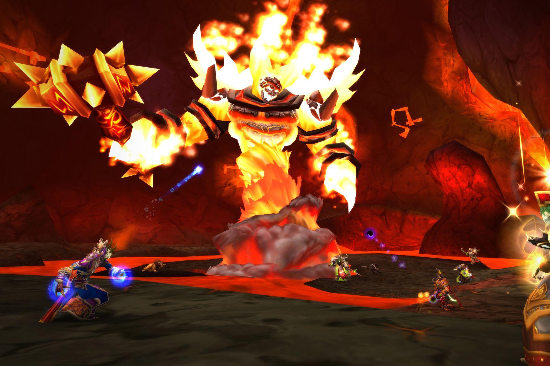 """WoW Classic: World of Warcraft und die Macht der Nostalgie - Feiert in WoW Classic ein feuriges Comeback: Endboss Ragnaros aus dem 40-Spieler-Schlachtzug """"Der Geschmolzene Kern"""". (Bild: Blizzard/Screenshot: Golem.de)"""