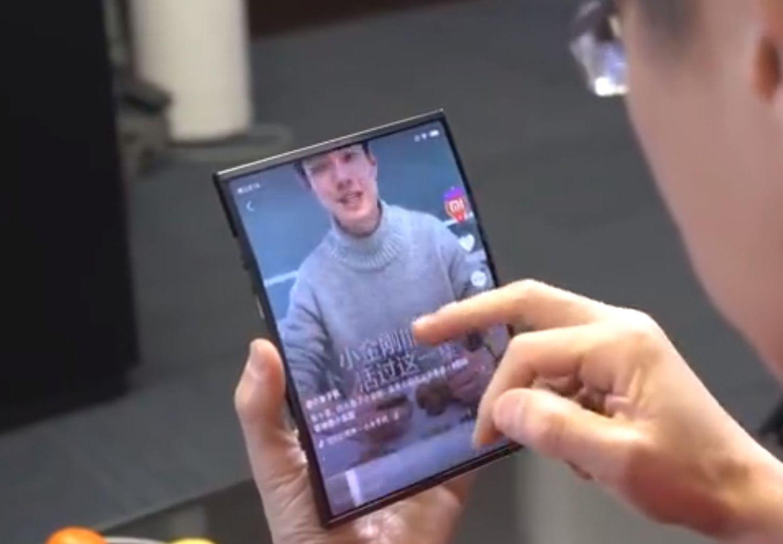 Display-Technologie: Xiaomi zeigt Smartphone mit faltbarem Display -