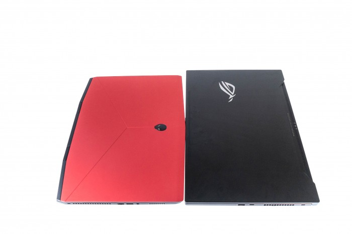 Beide Notebooks im Größenvergleich (Bild: Oliver Nickel/Golem.de)