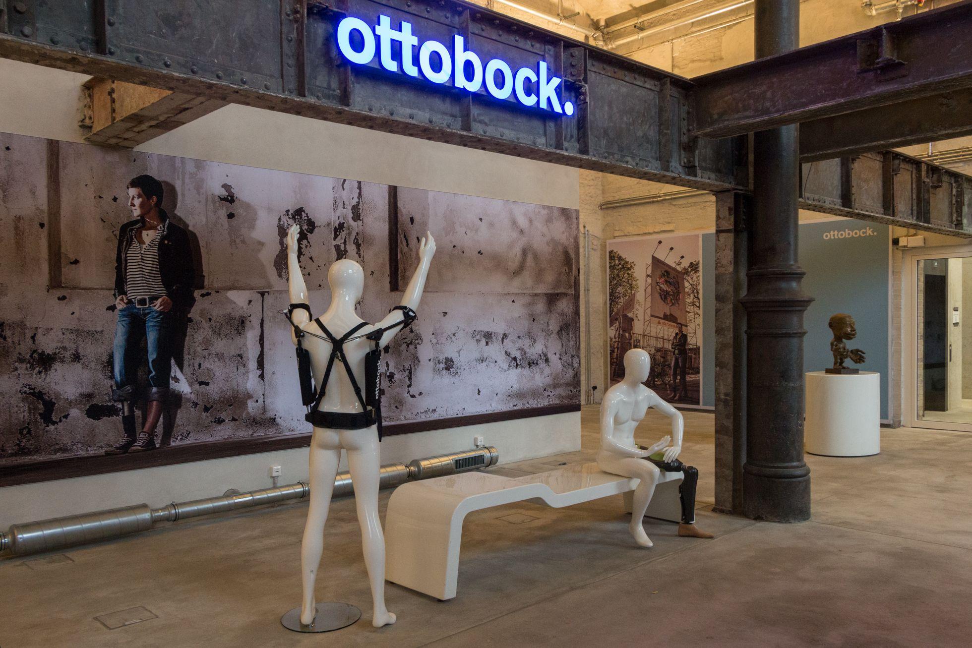 Ottobock: Wie ein Exoskelett die Arbeit erleichtert - Paexo ist ein Exoskelett von Ottobock. Das Unternehmen baut auch bionische Orthesen und Prothesen. (Bild: Werner Pluta/Golem.de)