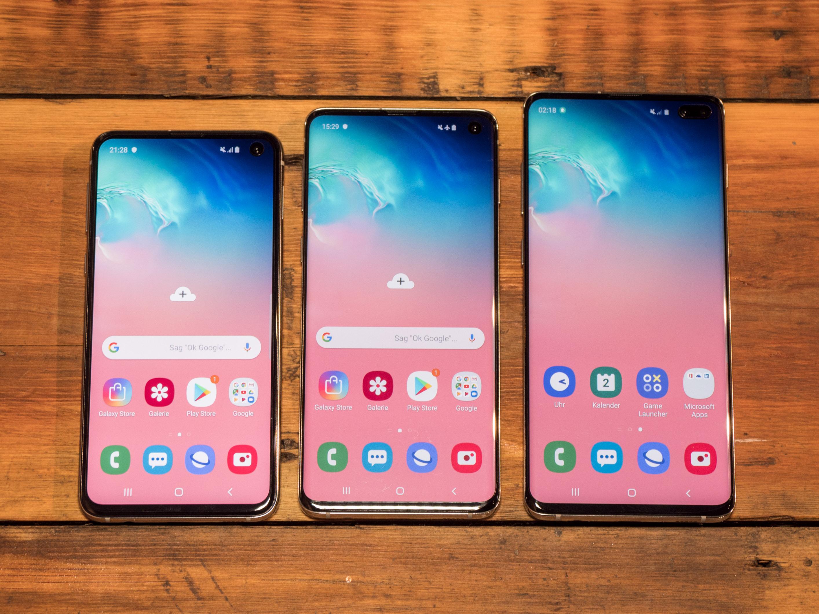 Galaxy S10 im Hands on: Samsung bringt vier neue Galaxy-S10-Modelle - Das Galaxy S10e und das Galaxy S10 haben jeweils eine einfache Frontkamera, das Galaxy S10+ eine duale. (Bild: Martin Wolf/Golem.de)
