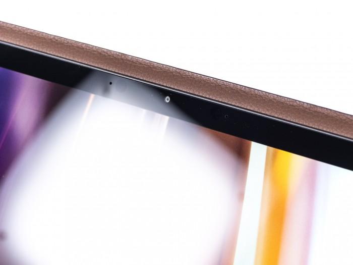 Das Display spiegelt trotz guten Helligkeitswerten stark. (Bild: Martin Wolf/Golem.de)