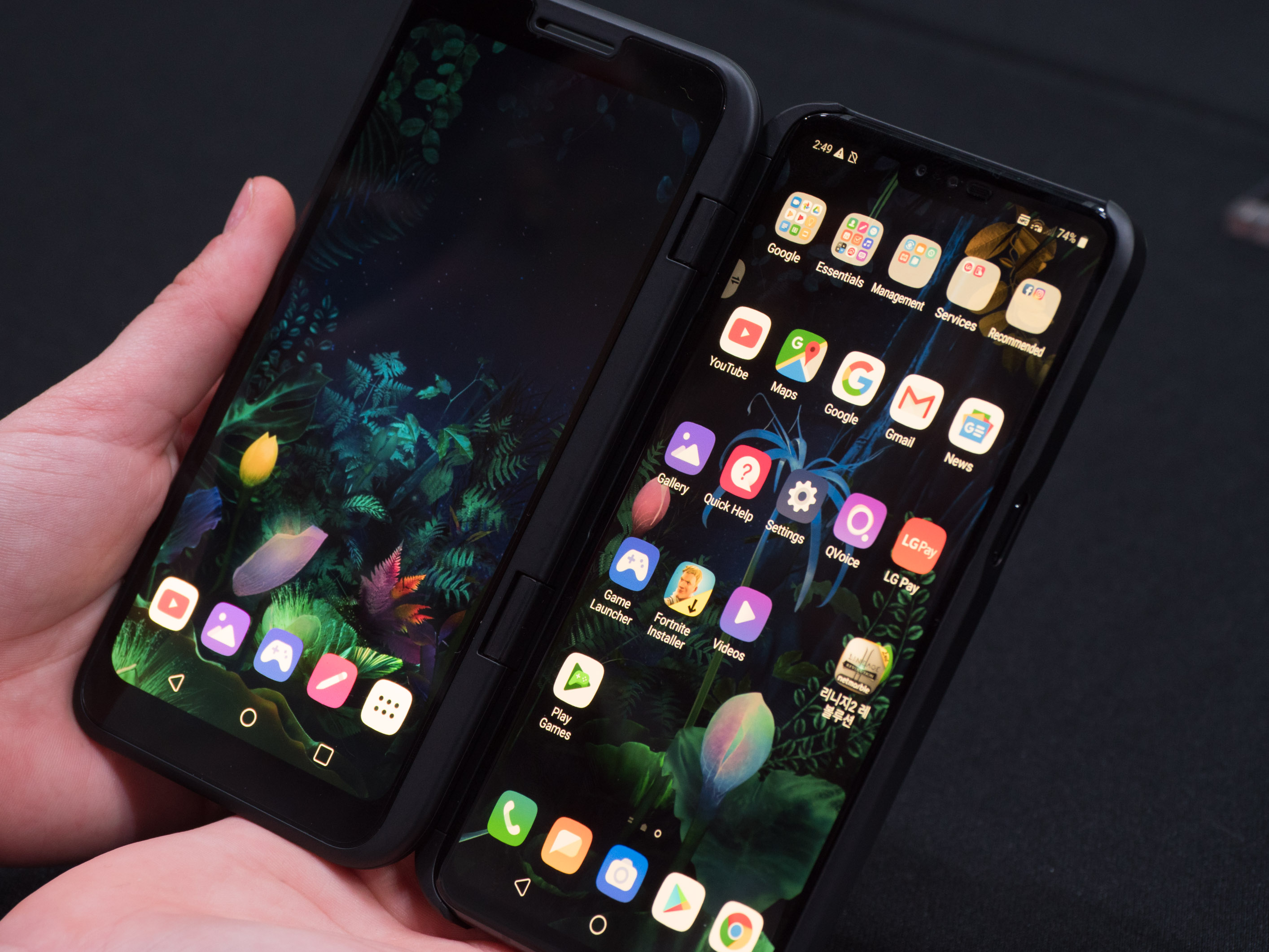 V50 Thinq Dual Screen im Hands on: LG zeigt Smartphone mit andockbarem Zusatzdisplay - LG V50 Thinq mit Dual Screen (Bild: Martin Wolf/Golem.de)