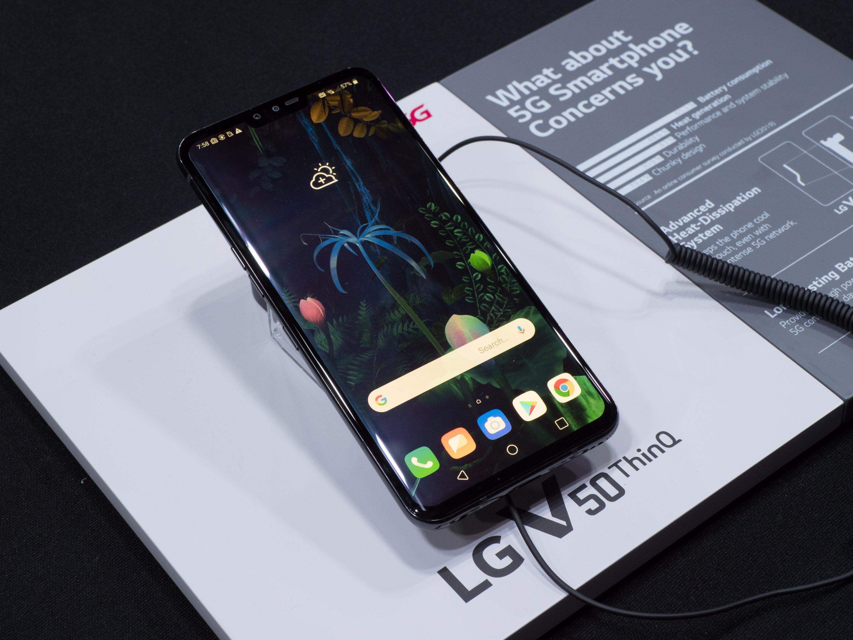 V50 Thinq Dual Screen im Hands on: LG zeigt Smartphone mit andockbarem Zusatzdisplay - LG V50 Thinq (Bild: Martin Wolf/Golem.de)