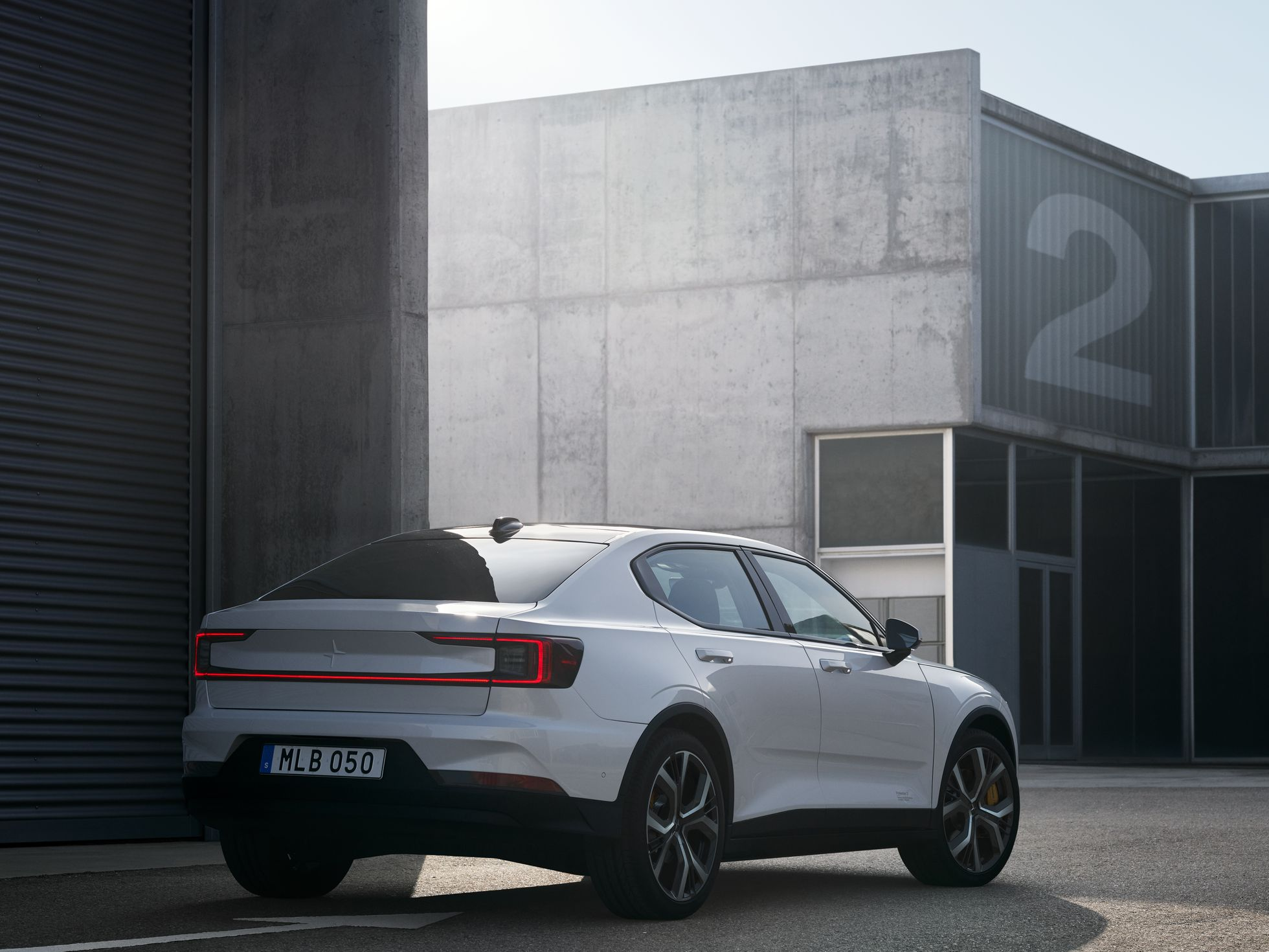Polestar 2: Erster Elektro-Volvo kostet 40.000 Euro - Volvo will damit Teslas Model 3 Konkurrenz machen. (Bild: Volvo)