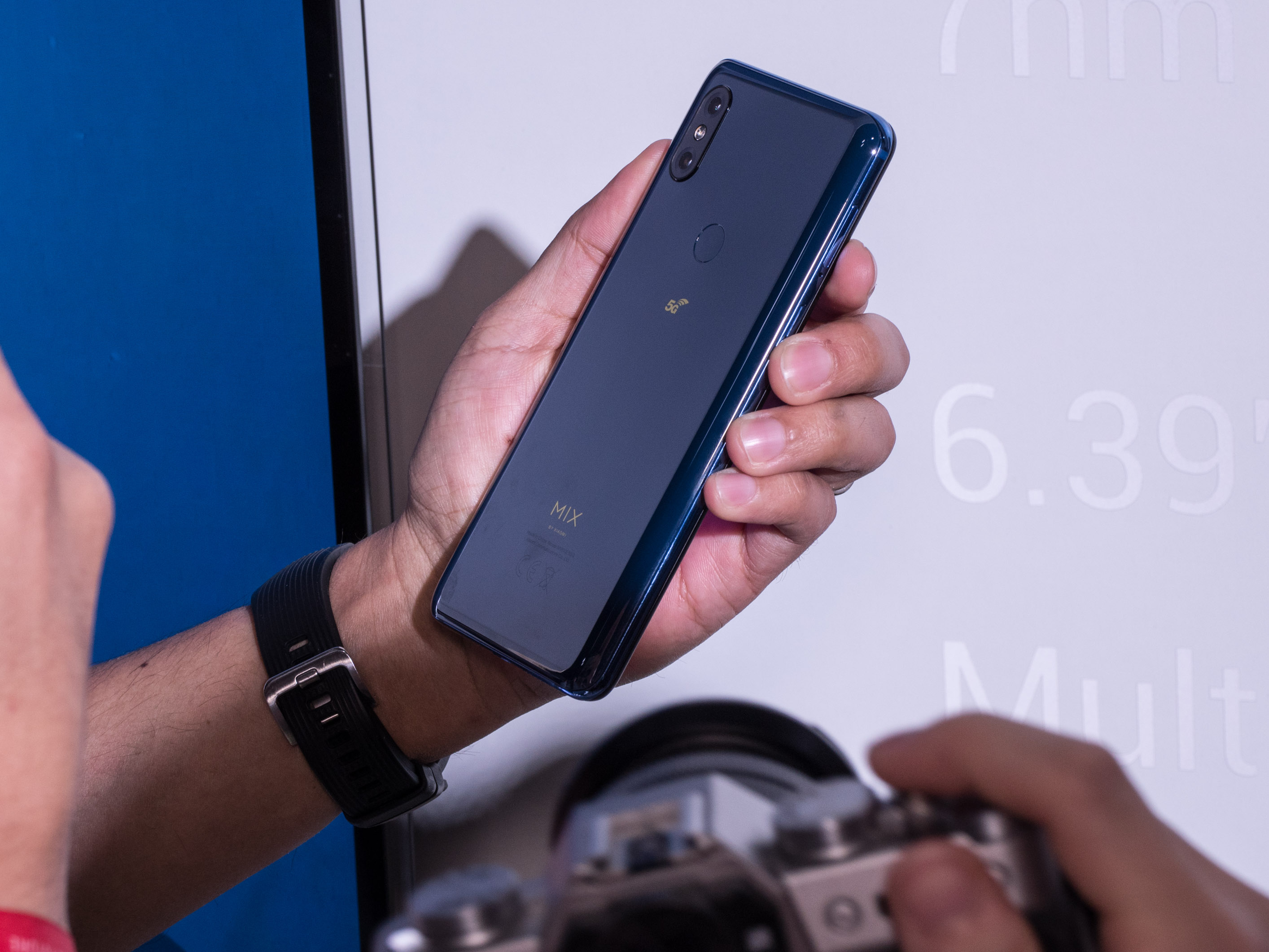 Xiaomi Mi 9 im Hands on: Topsmartphone mit Triple-Kamera für 450 Euro - Xiaomi Mi Mix 5G (Bild: Martin Wolf/Golem.de)