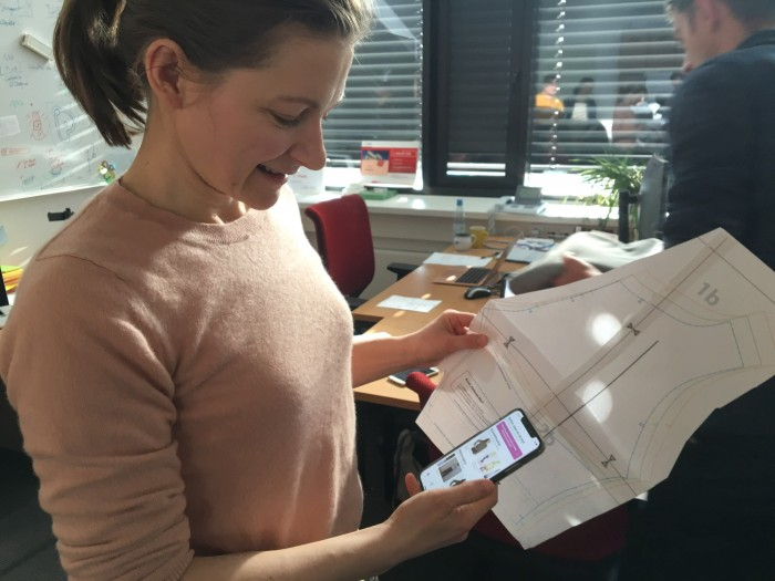 BTU-Absolventin Nora Baum gründete in Cottbus Pattarina, ein Startup für eine Schnittmuster-App. (Bild: Maja Hoock)